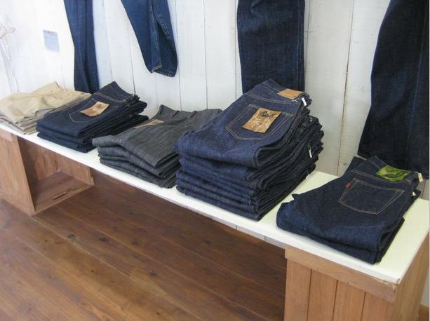 制作会社が作ったホームページは工場出荷したジーンズ